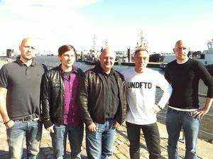 Besiegeln den Deal (v.l.n.r.): Markus Gardeweg (A&R Kontor Records), Maurice Walper (Labelmanager BigCityBeats), Bernd Breiter (Geschäftsführer BigCityBeats), Jens Thele (Geschäftsführer Kontor Records), Jan Benkmann (Senior Product Manager Kontor Records)