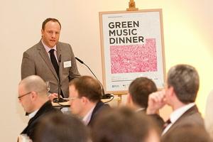 Liefert grüne Denkanstöße: Jacob Bilabel, Gründer der Greeen Music Initiative, hier beim Green Music Dinner im März 2010 in Berlin