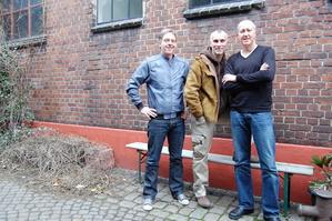 Arbeiten schon an ihren neuen Projekten (v.l.n.r.): Thomas Wolf (l.) und Alexander Maurus (r.) von Wanderlust Entertainment mit Michael Kersting (M.)