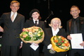 Ausgezeichnet: AnNa R. und Peter Plate mit Mary Jay-Jacobson und Harald Heker (l.)