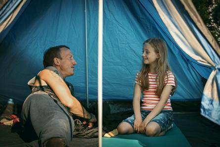 """Ab 27. April in den deutschen Kinos: """"Happy Burnout"""" (Bild: Warner)"""