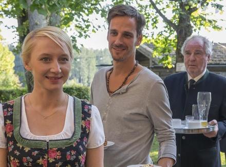 """Anna Maria Mühe, Max und Friedrich von Thun am Set von """"Wenn Frauen ausziehen"""" (Bild: ZDF / Erika Hauri)"""