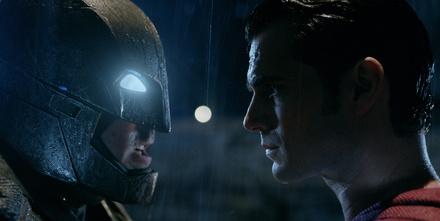 """Bereits mehr als eine Mio. Besucher haben """"Batman v Superman"""" gesehen (Bild: Warner)"""