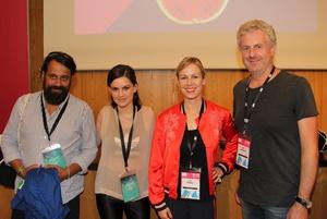 Brachten Beispiele aus der Zusammenarbeit mit Markenartiklern und Filmmachern (von links): Arne Ghosh (380 Grad), Musikerin Adi Ulmansky, Moderatorin Lisa Stadler und Ralf Lülsdorf (Deutsche Telekom) (Bild: MusikWoche)