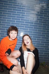 Gründeten Gurr 2012 in Berlin: Andreya Casablanca (links) und Laura Lee von Gurr (Bild: Marco Leitermann)