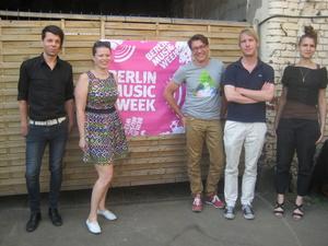 Hatten was zu erzählen (von links): Lars Potyka (VUT), Julia Gudzent (melt booking), Björn Döring (Projektleiter Berlin Music Week), Klemens Wiese (Hörstmann) und Andrea Goetzke (newthinking communications, all2gethernow) (Bild: MusikWoche)