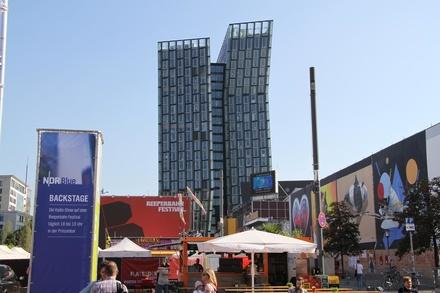 Hier geht es ab dem 23. September wieder über die Bühne: das Reeperbahn Festival in St. Pauli (Bild: MusikWoche)