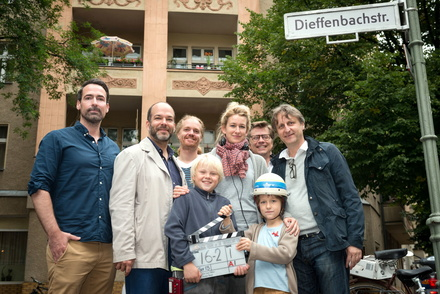 Hinten v.l.n.r.: Germar Tetzlaff (Leiter Marketing nationale Produktionen 20th Century Fox of Germany), Philipp Budweg (Lieblingsfilm), Thomas Blieninger (Lieblingsfilm), Neele Leana Vollmar, Marco Mehlitz (Fox), Robert Marciniak (Lieblingsfilm) - sowie vorne v.l.n.r.: Anton Petzold, Juri Winkler. (Bild: Lieblingsfilm/Fox)