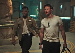 """Jetzt auf beiden Formaten vorn: """"Pacific Rim: Uprising"""" (Bild: Universal)"""