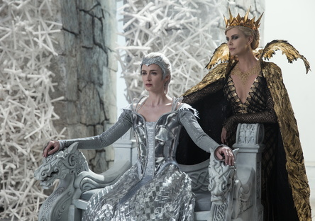 """Neue Nummer eins in den USA: """"The Huntsman & the Ice Queen"""" (Bild: Universal)"""