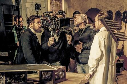 """Nico Hofmann hätte das große Serienprojekt """"Charité"""" gerne in Deutschland inszeniert - mangels Förderung ging die Produktion aber nach Tschechien (Bild: ARD/Nik Konietzny)"""