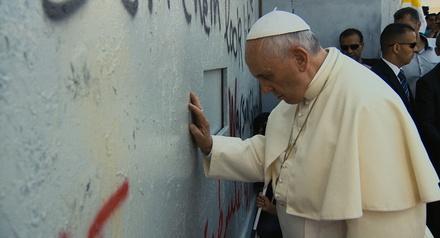 """""""Papst Franziskus"""" ist weiter optimales Alternativprogramm zur WM (Bild: Universal)"""