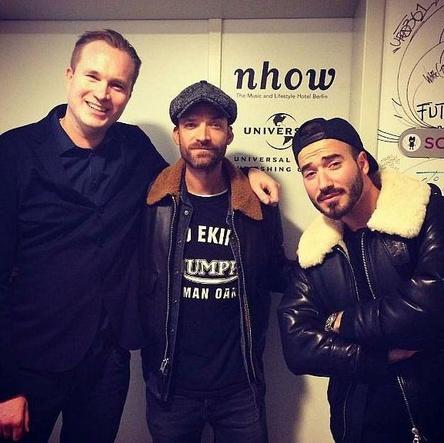 Richten sich im nhow Hotel ein (von links): Dirk Dreyer (General Manager nhow), Ingo Heinzmann (Senior Director A&R + Creative UMP) und Iad Aslan (Bild: Universal Music Publishing)