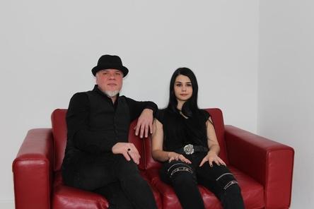 Sprachen mit MusikWoche über ihr neues Projekt: Eric Fish und Johanna Krins (Bild: MusikWoche)