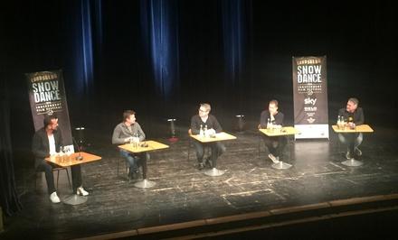"""Til Schweiger (2.v.r.) war Stargast bei der von BF-Chefredakteur Ulrich Höcherl (Bildmitte) moderierten Podiumsdiskussion zum Thema """"Was ist Independent"""" (Bild: Theo Engelhardt)"""