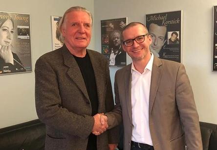 Trafen sich im Büro von OehmsClassics (von links): Dieter Oehms (OehmsClassics) und Matthias Lutzweiler (Naxos Deutschland) (Bild: Naxos Deutschland GmbH)
