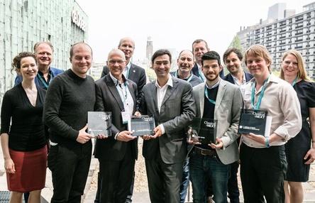 Trafen sich in Rotterdam: Jennifer Dautermann (Director Classical:Next, links) und Paul Bräuer (Director of Communications Piranha Arts AG, dritter von rechts) mit den Gewinnern des Innovation Awards und den Teams von de Doelen (Bild: Eric van Nieuwland)