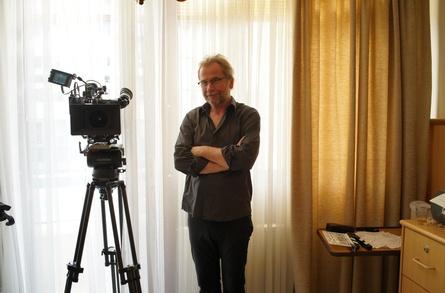 """Ulrich Seidl am Set seines neuen Films """"Böse Spiele"""" (Bild: BR/Ulrich Seidl Filmproduktion)"""