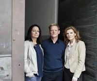 VdA-Vorstandsvorsitzender Lutz Schmökel mit seinen Vorstandskolleginnen Christina Gattys (l.) und Brigitta Watzka (r.) (Bild: Gerald von Foris)