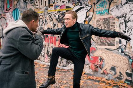 """""""Vier gegen die Bank"""" ist weiterhin stärkster deutscher Film (Bild: Warner)"""