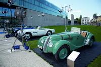 Sponsor BMW brachte vor der Eröffnung vor dem HFF-Gebäude Tradition und Moderne zusammen