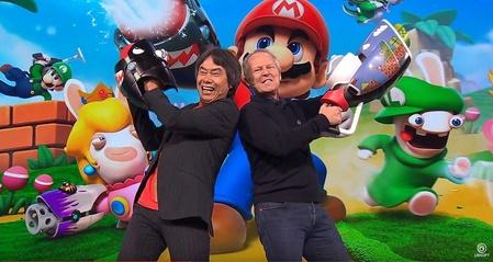 Nintendos Shigeru Miyamoto mit Ubsioft-CEO Yves Guillemot (r.)