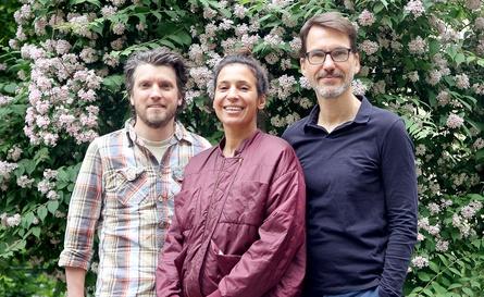 Regisseurin Samira Radsi mit den Produzenten Ulrich Stiehm (rechts) und Roger Kaufmann (links)