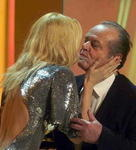 Claudia Schiffer gratuliert Jack Nicholson zur Goldenen Kamera