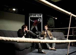 Beim Couchgespräch im Boxring: Shain Shapiro (l.) von der Canadian Independent Music Association und der Journalist Axel Rahmlow