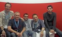 Nun in Berlin (v.l.n.r.): Frank Fenslau, Markus Tembrink, Martin Kessler, Tom Keil und Peter Aleksander, hier auf der MusikWoche-Couch