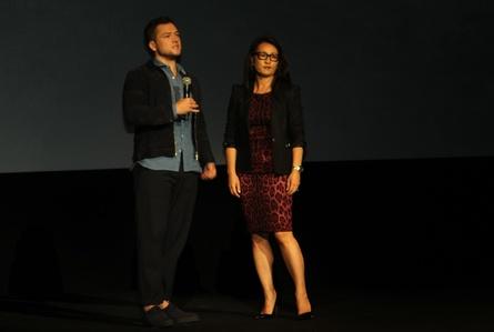 Helen Lee-Kim von Lionsgate konnte Taron Egerton auf der CCIB-Bühne begrüßen