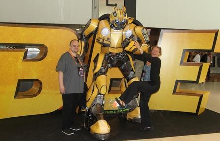 """Hatte jedenfalls schon einmal Spaß mit """"Bumblebee"""": das Cinema-Team aus München"""