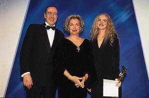 """Nadja Tiller hier zwischen Bernd Eichinger und Nina Hoss auf der VideoWinner Gala 1997<br />(<span style=""""font-style:italic;"""">Bild: Giuseppe Gnoni/Kurt Krieger</span> )"""