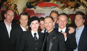 Teamarbeit: Johannes Cordes (UDD), Universal-Chef Frank Briegmann, AnNa R. Ulf Leo Sommer, Peter Plate, Tom Bohne (UDD), Rosenstolz-Manager Roberto Monden, Product Manager Frank Engel (v.l.n.r.)