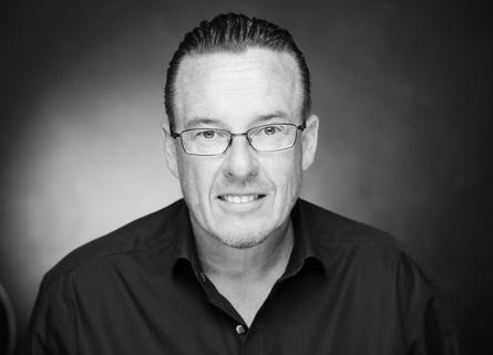 """Dr. Lutz Anderie, Autor von """"Games Industry Management - Gründung, Strategie und Leadership"""" (Nr. 1 Amazon-Bestseller Fachbücher), gilt als international anerkannter Branchenkenner der Games-, Medien- und Entertainmentindustrie und Experte für Digitalisierung"""