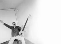 Bassmann mit Durchblick: Hellmut Hattler