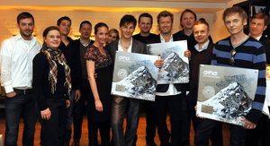 Der der Edelmetallverleihung im Münchner Käfer-Atelier feierten (v.l.n.r.): Friedrich Kraemer (Senior Manager Press Promotion, Universal Music Domestic Pop), Katharina Meier-Kulenkampff (Head of Marketing We Love Music), Frank Engel (Head of Marketing UDP), Hans Fink (Managing Director MM MerchandisingMedia), Britta Ostermann (The Box Management), Anna Kartes (Manager TV Promotion UDP), Morten Harket (a-ha), Jochen Schuster (Label Head UDP), Magne Furuholmen (a-ha), Markus Hartmann (Head of A&R We Love Music), Karsten Dropmann (Rechtsanwalt Kiso & Siefert), Pål Waaktaar-Savoy (a-ha) und Frank Briegmann (President & CEO Universal Music Deutschland)