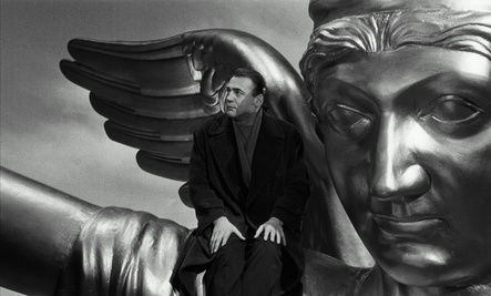 """Ab 12. April in den deutschen Kinos: die restaurierte Fassung von Wim Wenders' """"Der Himmel über Berlin"""" (Bild: Wim Wenders Stiftung)"""