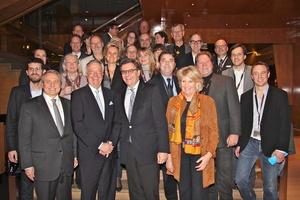Alle wichtigen Menschen auf einem Bild: Staatsminister Bernd Neumann und die Spitzen der deutschen Musikwirtschaft (Bild: MusikWoche)