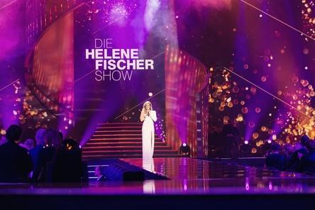 """Am 25. Dezember wieder im ZDF zu sehen, erstmals veranstaltet von Michow Concerts in Kooperation mit Semmel Concerts: Helene Fischer auf der Bühne der """"Helene Fischer Show"""" (Bild: ZDF/Sandra Ludewig)"""
