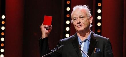Anstelle von Wes Anderson nahm Bill Murray den Regiepreis entgegen (Bild: Berlinale)