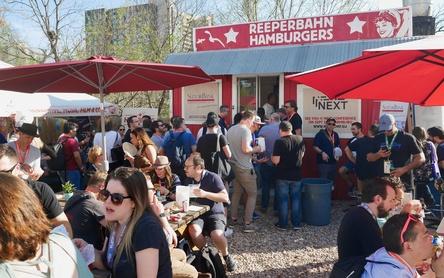 Anziehungspunkt in Austin: die Reeperbahn Hamburgers (Bild: Ramona Kappmeyer)