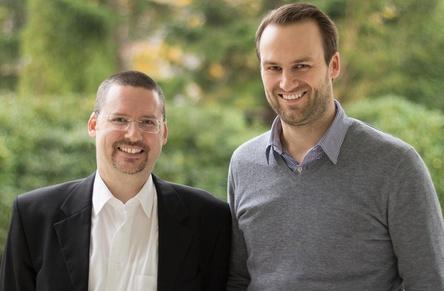 Arbeiten an einem digitalen Assistenten für Musikmanager: Wolfram Schroers (links) und Johannes Ripken (Bild: Tamanguu)