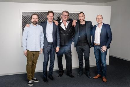 Arbeiten künftig eng zusammen (von links): Matt Schwarz (Live Nation GSA), Ralph Schuler (Live Nation Switzerland), Wolfgang Sahli (Openair Frauenfeld), Andre Lieberberg (Live Nation GSA) und René Goetz (Openair Frauenfeld) (Bild: Live Nation)