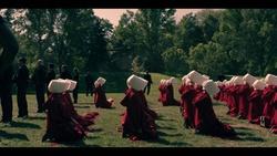 """Auch die zweite """"Handmaid's""""-Staffel wird exklusiv bei EntertainTV zu sehen sein (Bild: Fox)"""