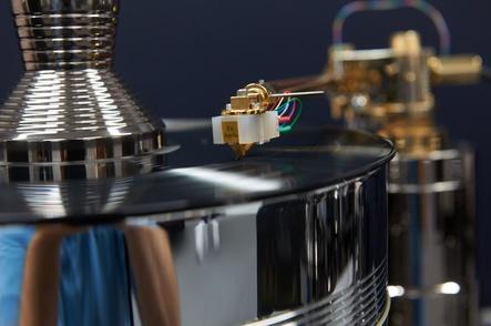Auch noch 130 Jahre nach der Erfindung des Grammophons beliebt: Schallplatten und Plattenspieler (Bild: High End Society)