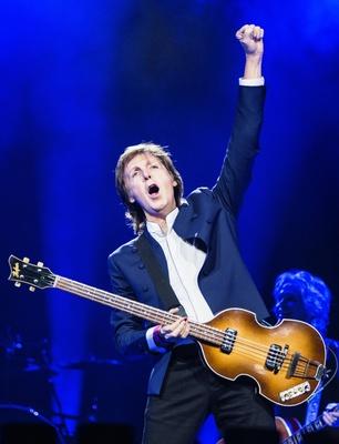 Bald unter freiem Himmel zu erleben: Paul McCartney und sein Höfner-Bass (Bild: MPL Communications/MJ Kim)