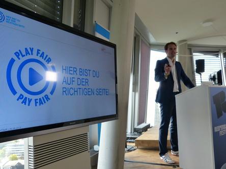 Begrüßt Amazon im Kreis der Playfair-Unterstützer: Florian Drücke, hier bei der Playfair-Präsentation auf dem Reeperbahn Festival 2013 (Bild: MusikWoche)