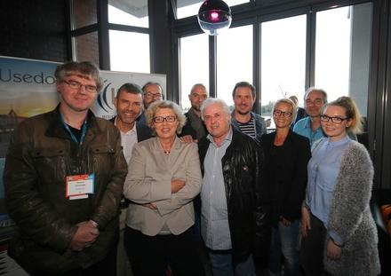 Begrüßten die Gäste (hinten, von links): Wolfgang Weyand (IMUC), Knut Schlinger (MusikWoche), Timo Holstein, Sascha Stadler und Volker May (alle IMUC) sowie (vorn) DIetmar Schwenger (MusikWoche); Karin Heinrich, Louis Spillmann (beide IMUC), Nina Müller und Christina Darscht (beide MusikWoche) (Bild: Jörg Böhm)