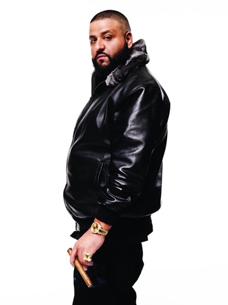 Behält die Tabellenführung: DJ Khaled (Bild: Sony Music)